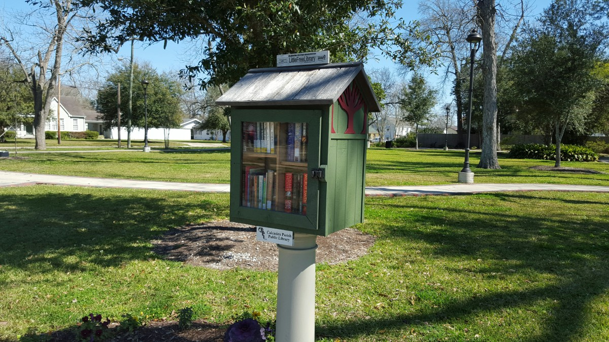 Sulphur's Heritage Grove free library box.